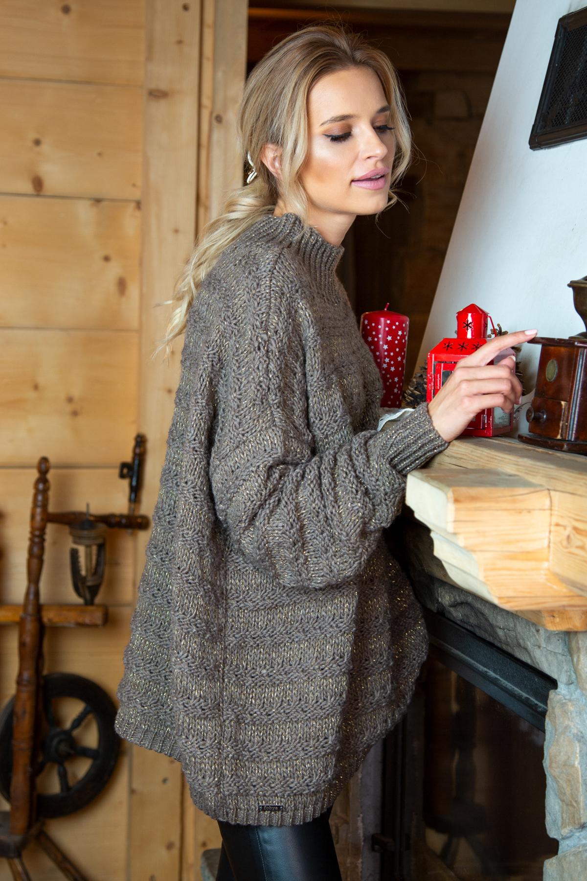 Sweater mit Stehkragen in Mocca