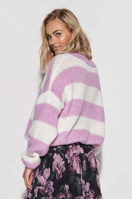 Sweater in Ecru-Weiß mit Lila gestreift Rückansicht