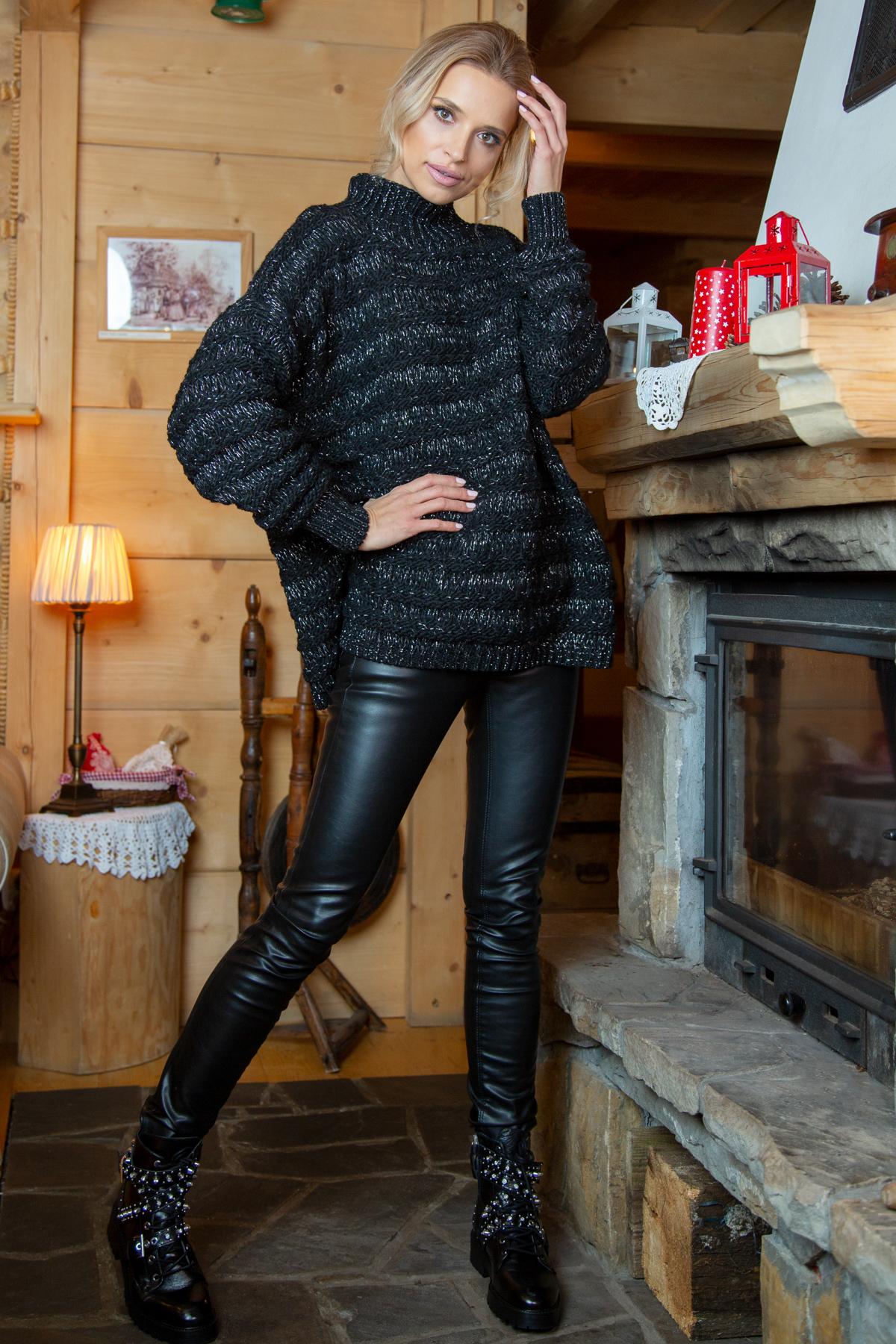 Schwarzer Sweater mit Stehkragen