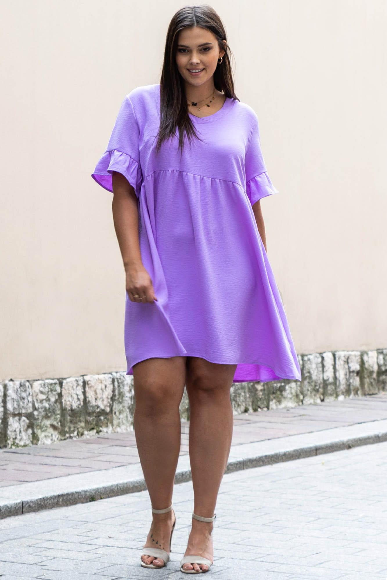 Kleid in Flieder mit V-Ausschnitt Komplettansicht