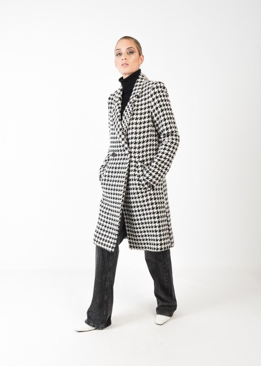 Mantel mit Hahnentrittmuster in Schwarz-Weiß Komplettansicht