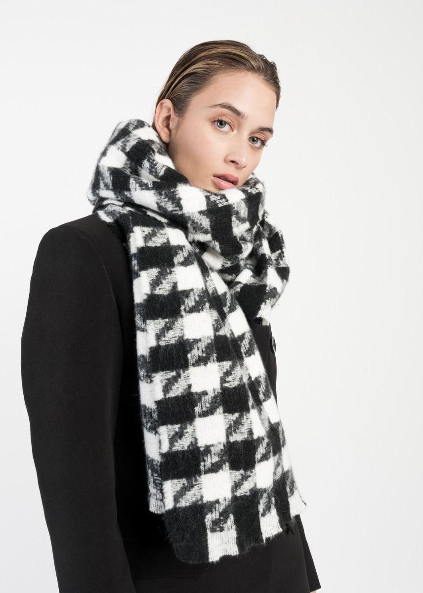 Schwarz/Weiß karierter voluminöser Schal