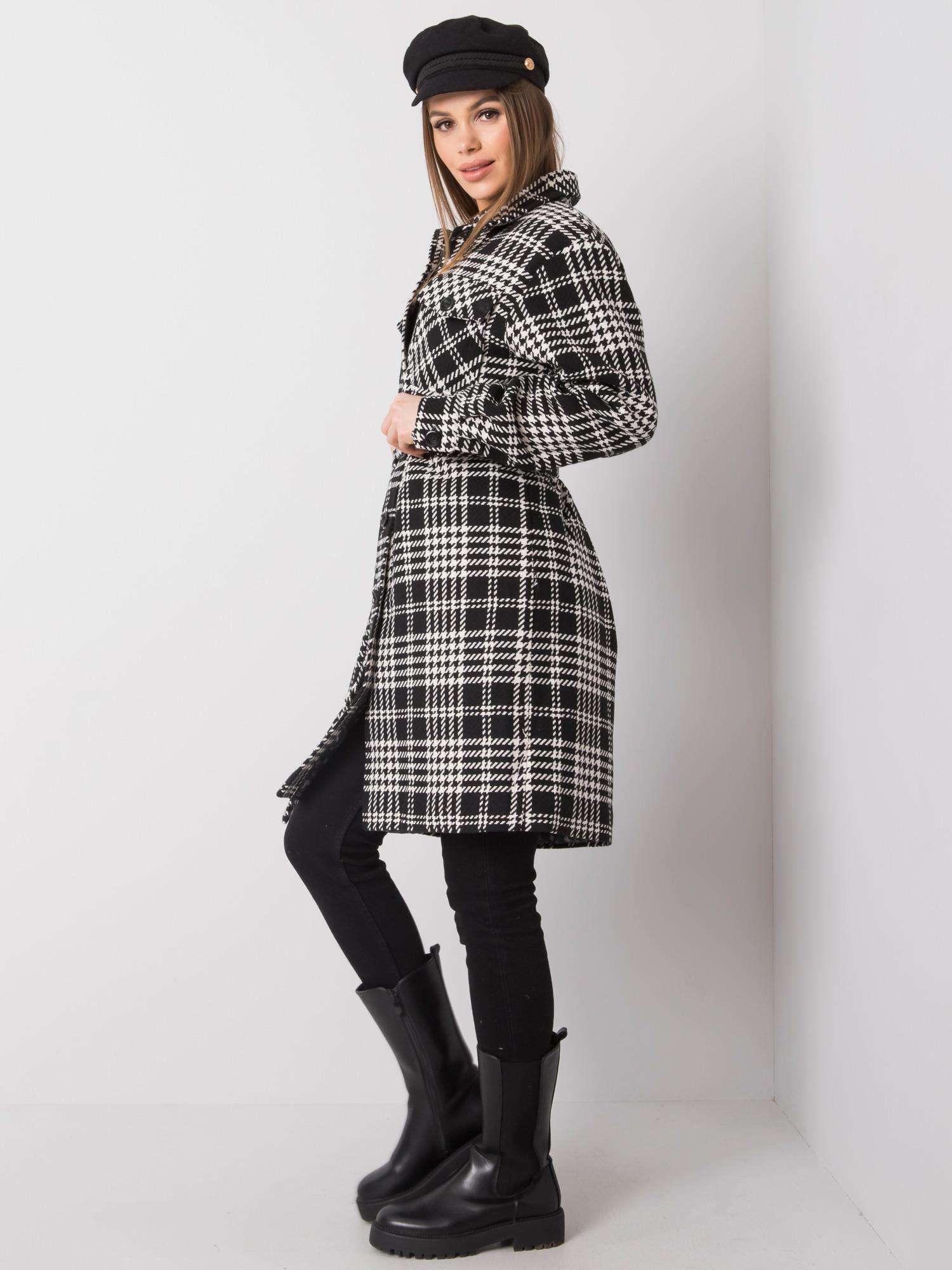 Mantel in schwarz-weiß kariert mit Hahnentrittmusterdetails Seitenansicht