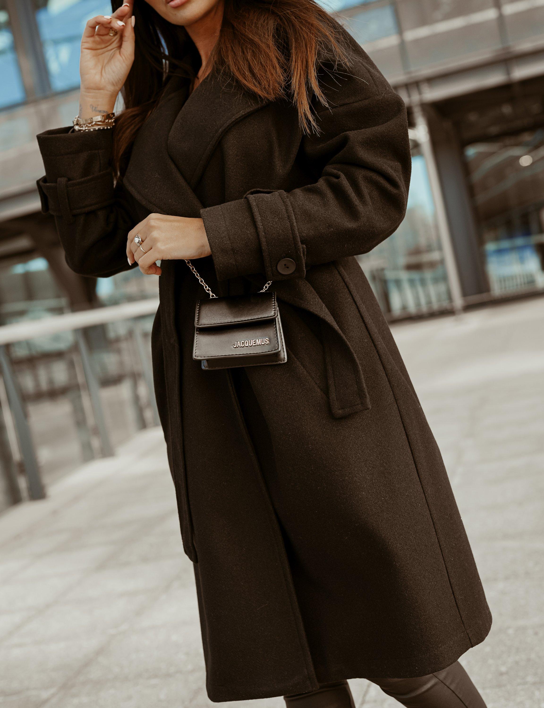 Mantel mit Bindegürtel in Schwarz Detailansicht