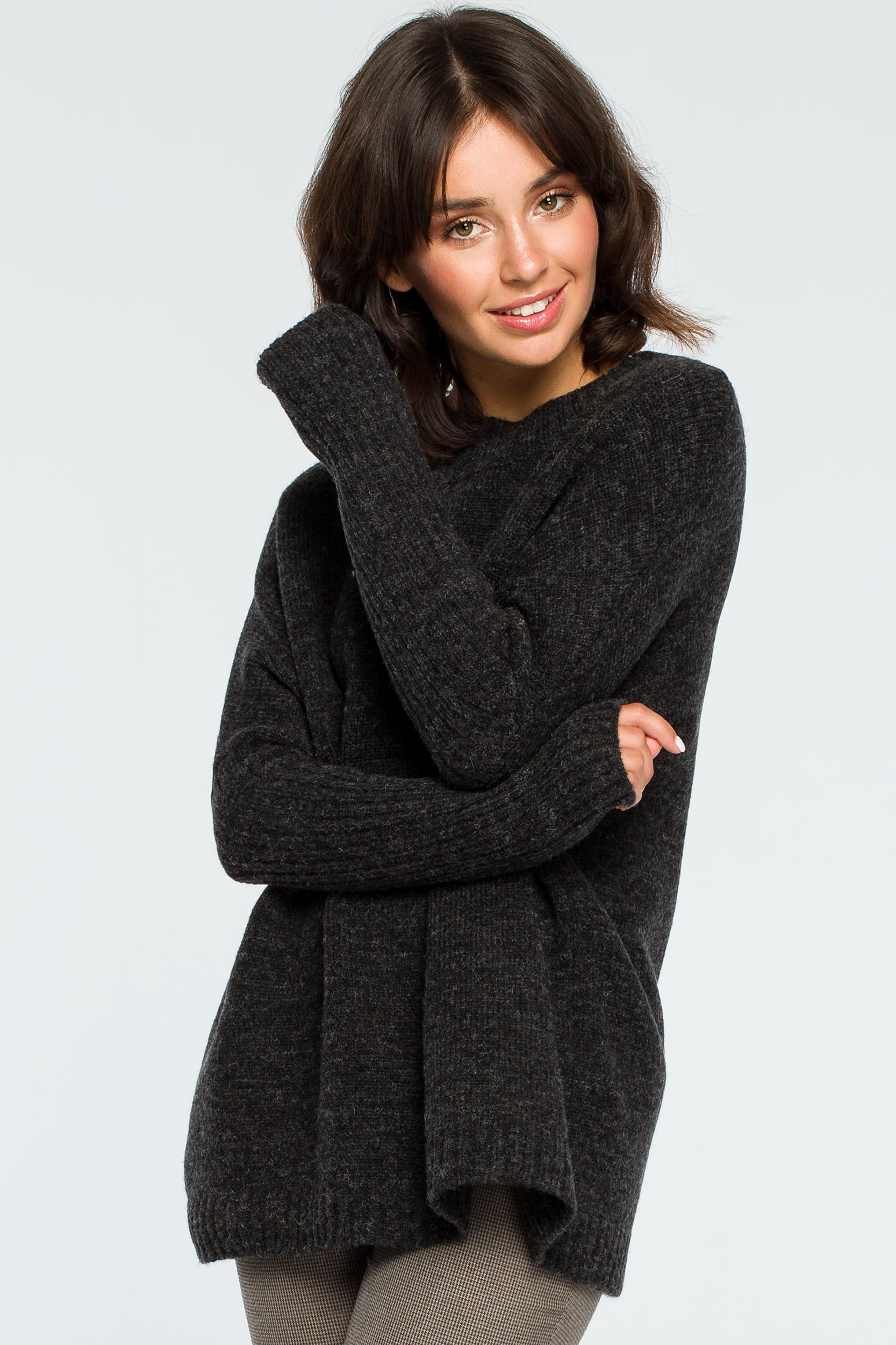 Pullover in Anthrazit Vorderansicht  verschränkt