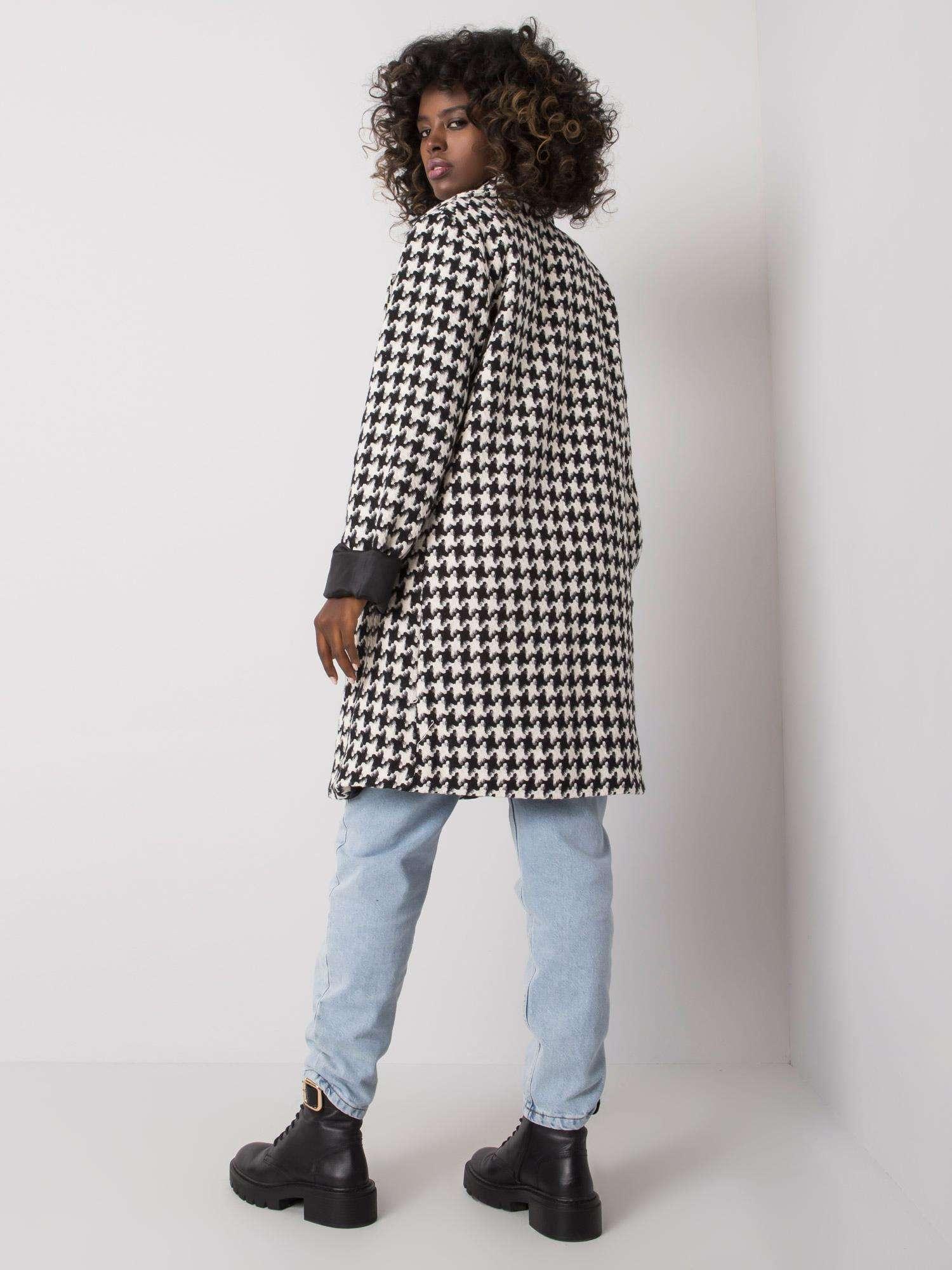 Mantel mit schwarz-weißem Hahnentrittmuster Rückansicht