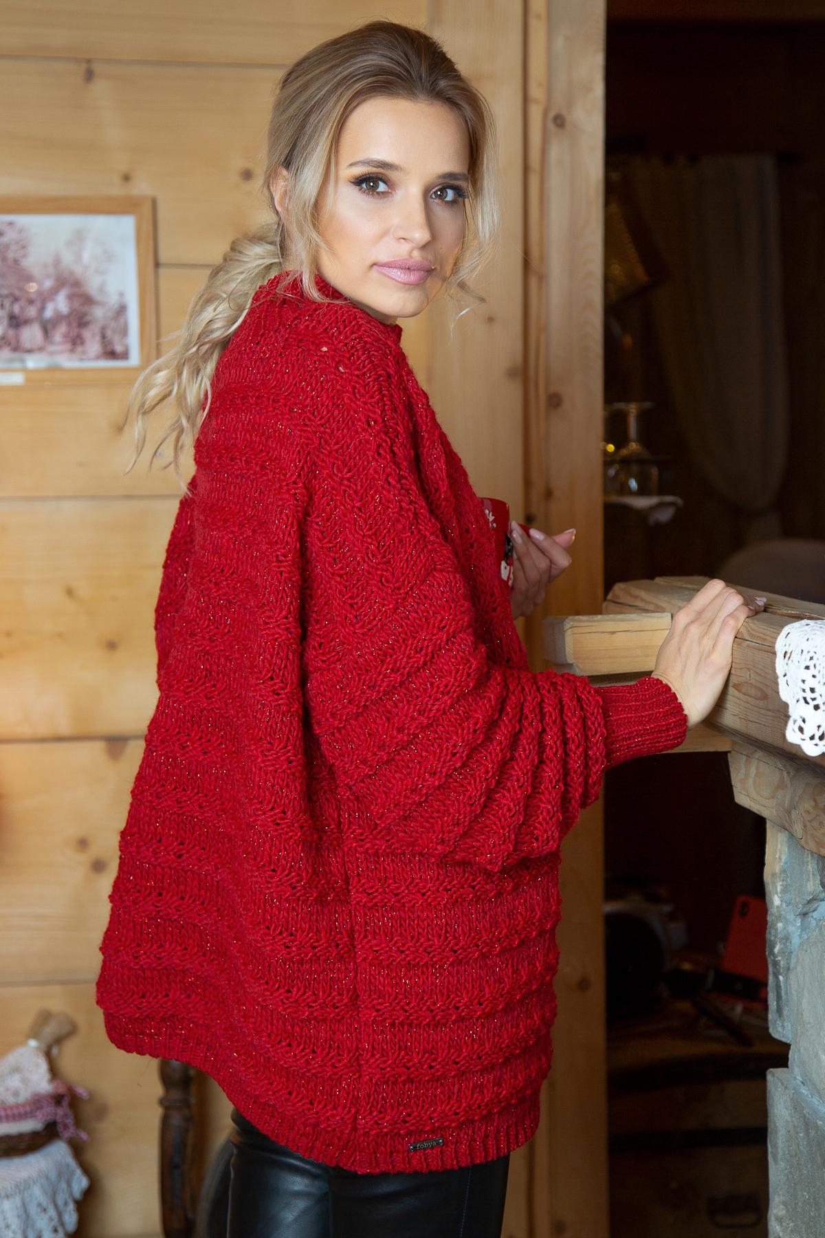 Roter Sweater mit Stehkragen