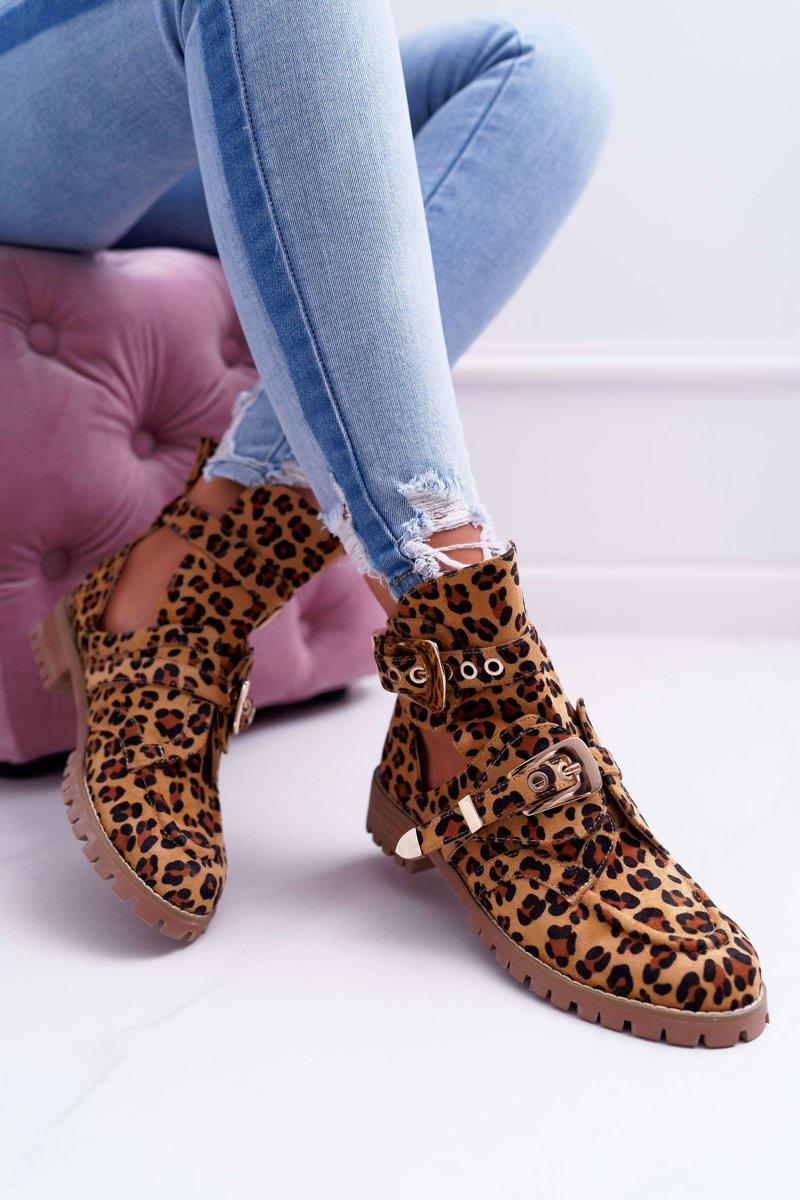 Ankle Boots in Leo mit Cutouts und Schnallen
