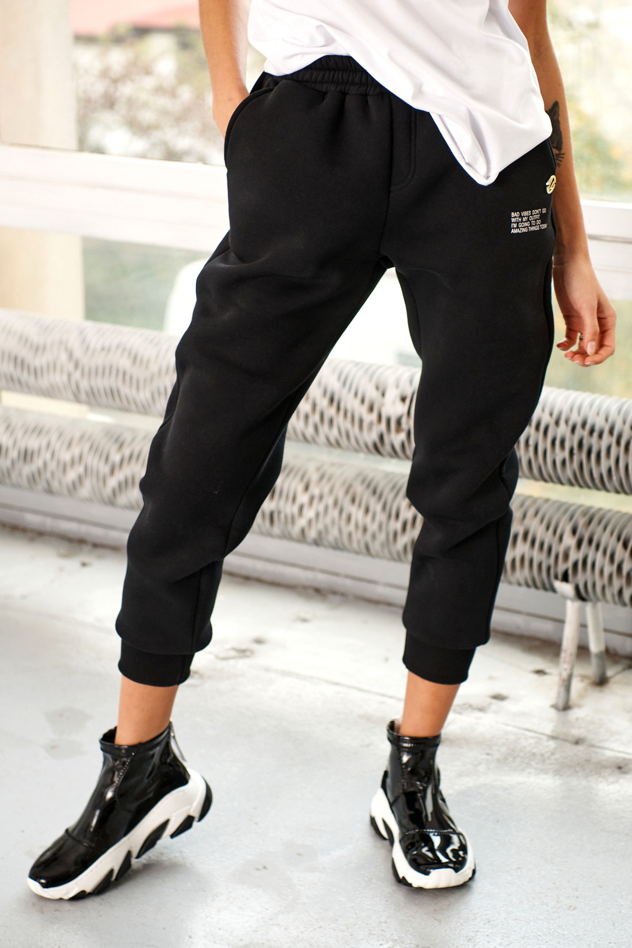 Jogginghose mit Statement Print in Schwarz
