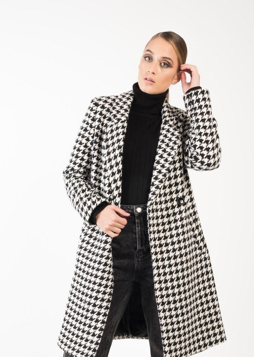 Mantel mit Hahnentrittmuster in Schwarz-Weiß Vorderansicht Cropped