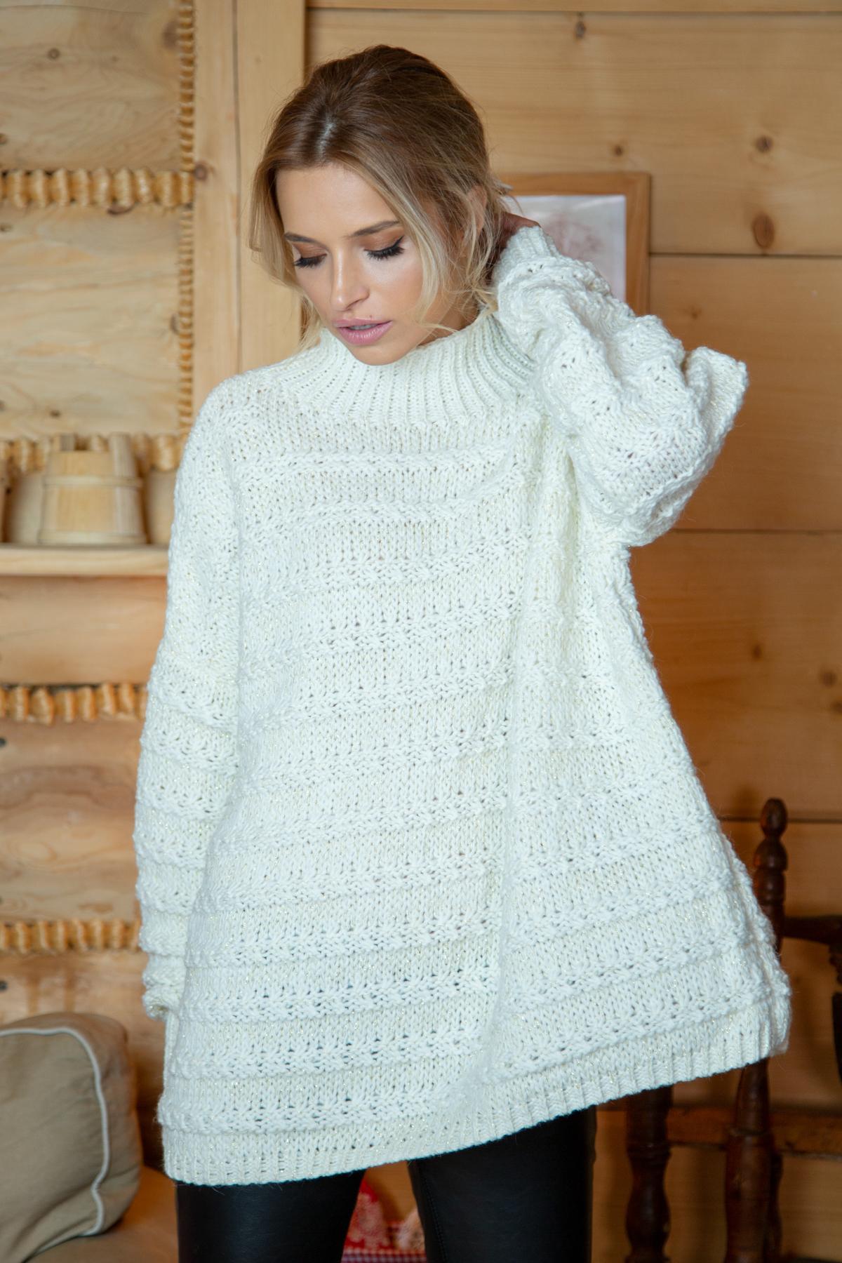 Sweater mit Stehkragen in Ecru Vorderansicht stehend
