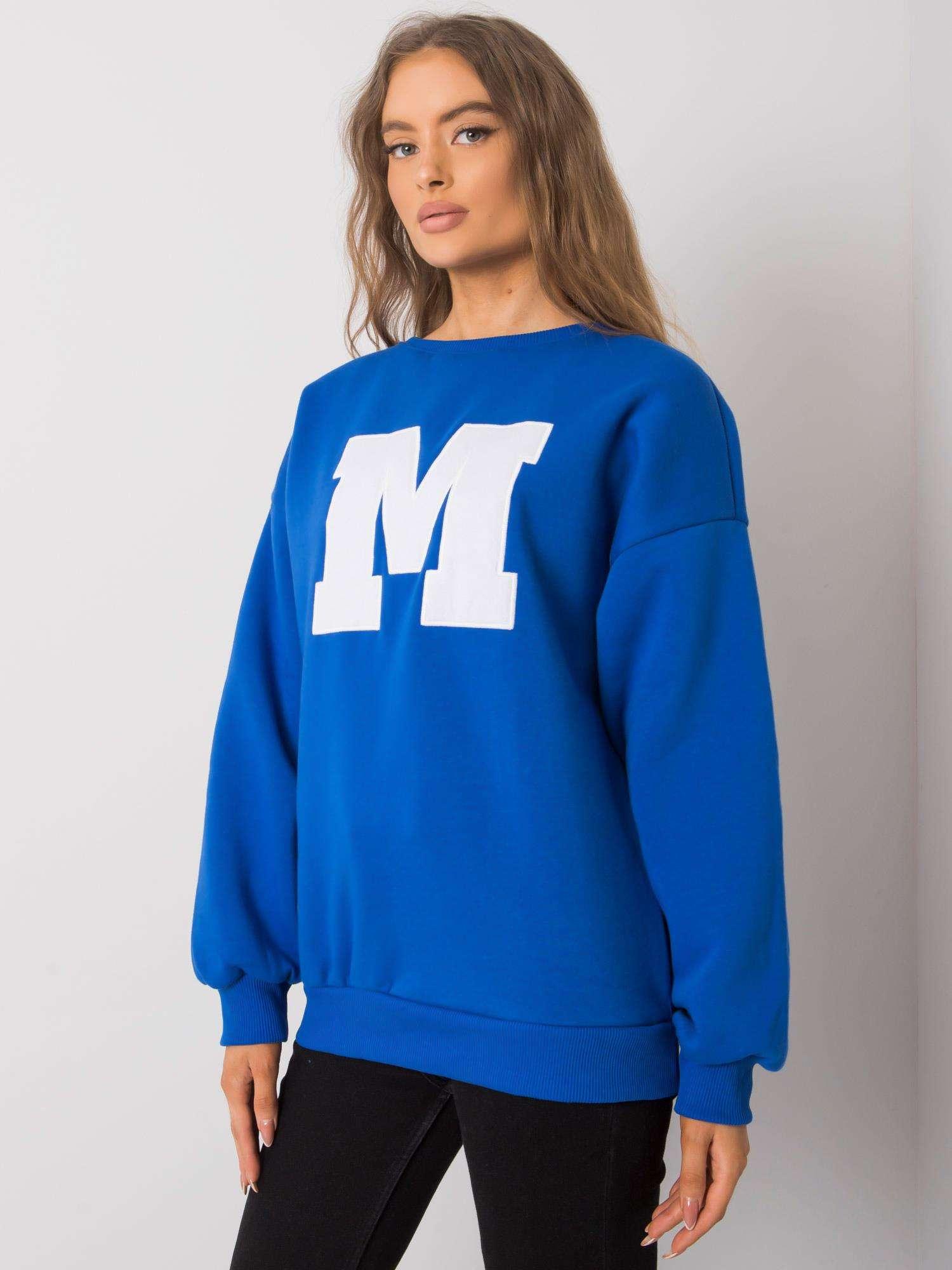Sweatshirt in Azurblau mit großem Frontpatch Seitenansicht