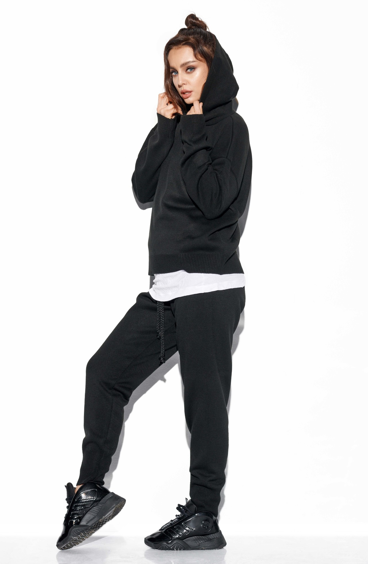 Schwarzes Strickset mit Hoodie und Hose