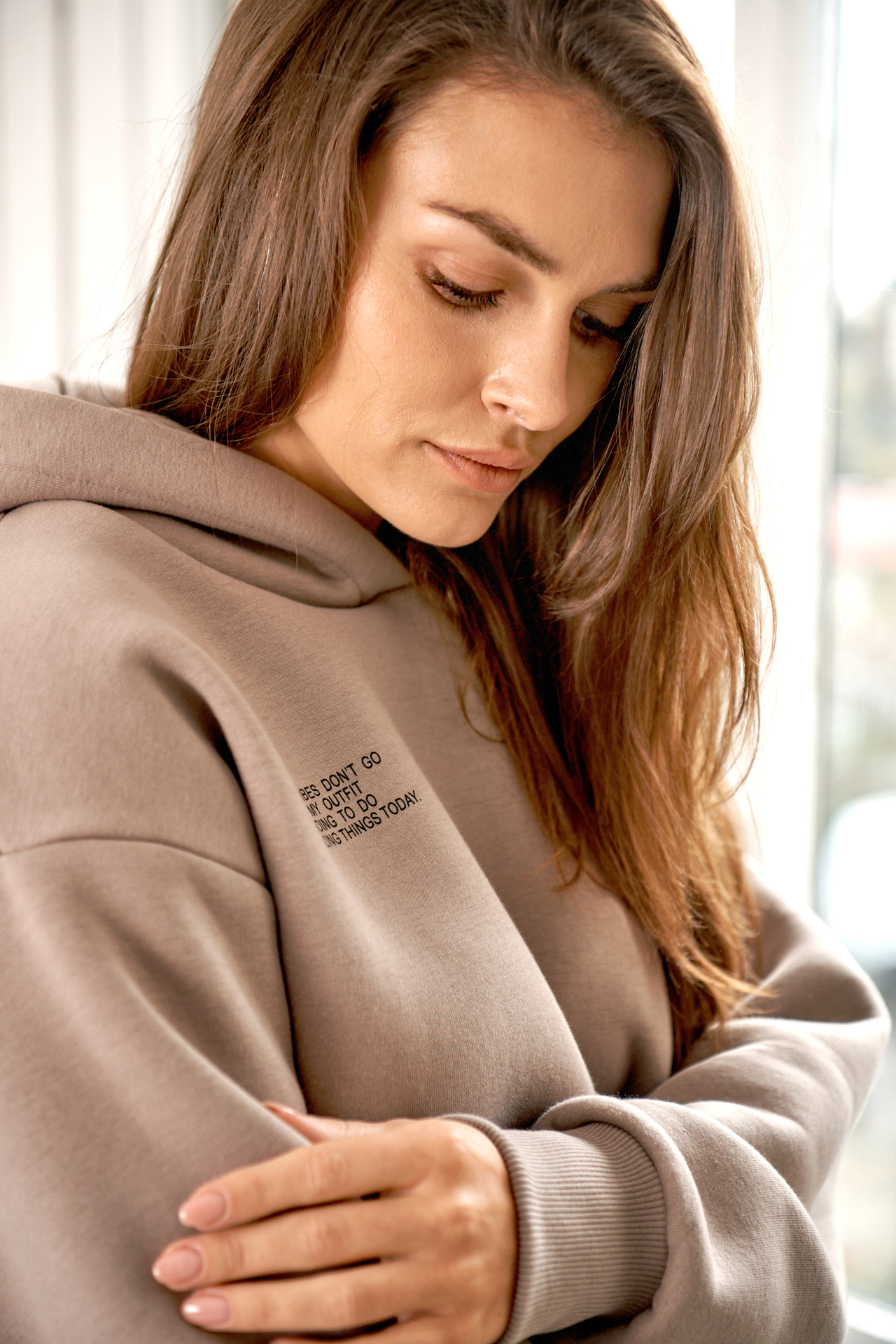 Hoodie mit Statement Print in Cappuccino