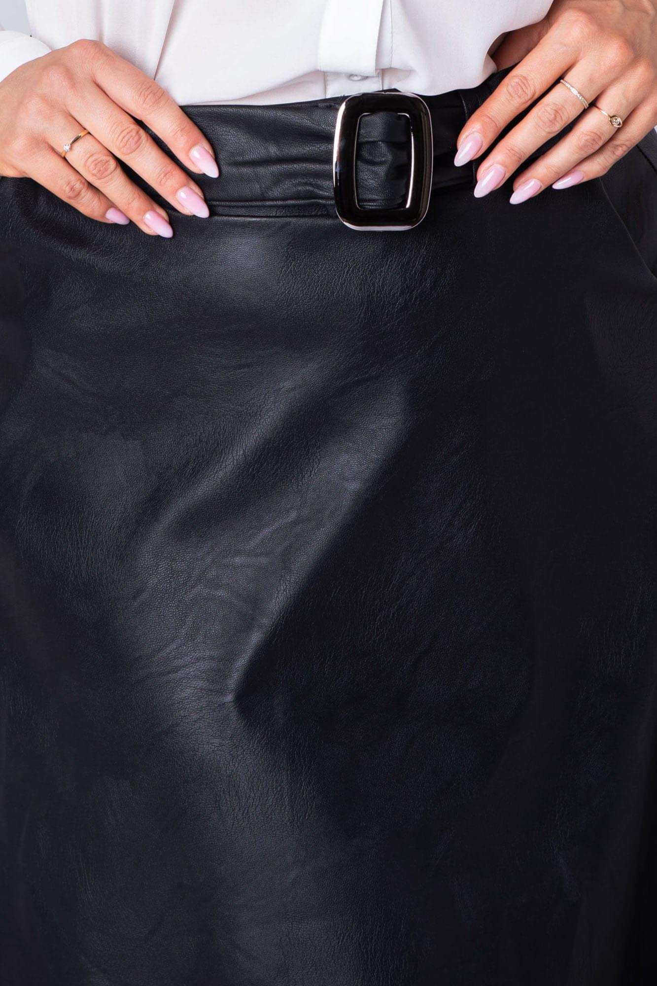 Trapezrock aus Kunstleder in Schwarz Detailansicht