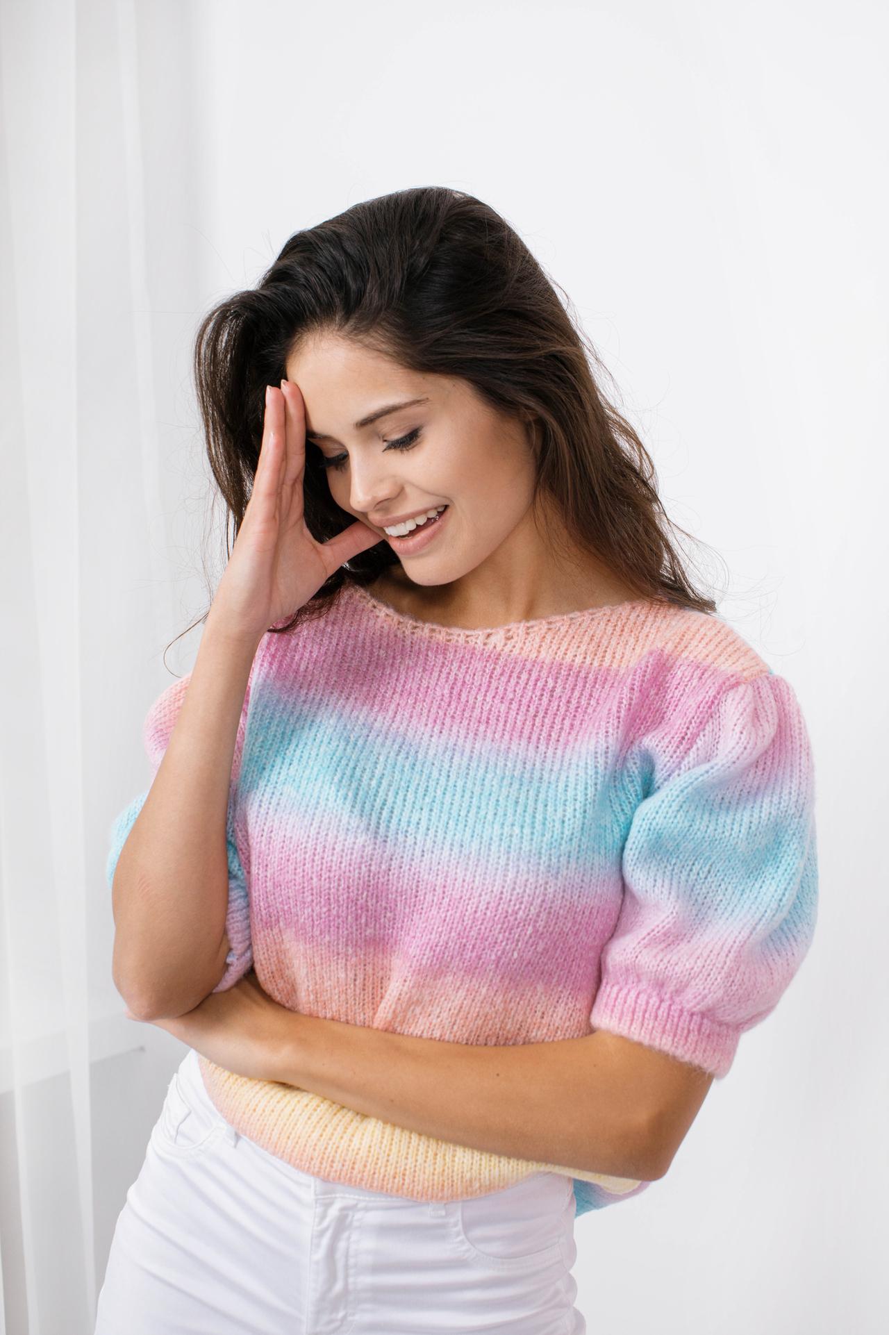 Sweater in Regenbogenfarben Vorderansicht