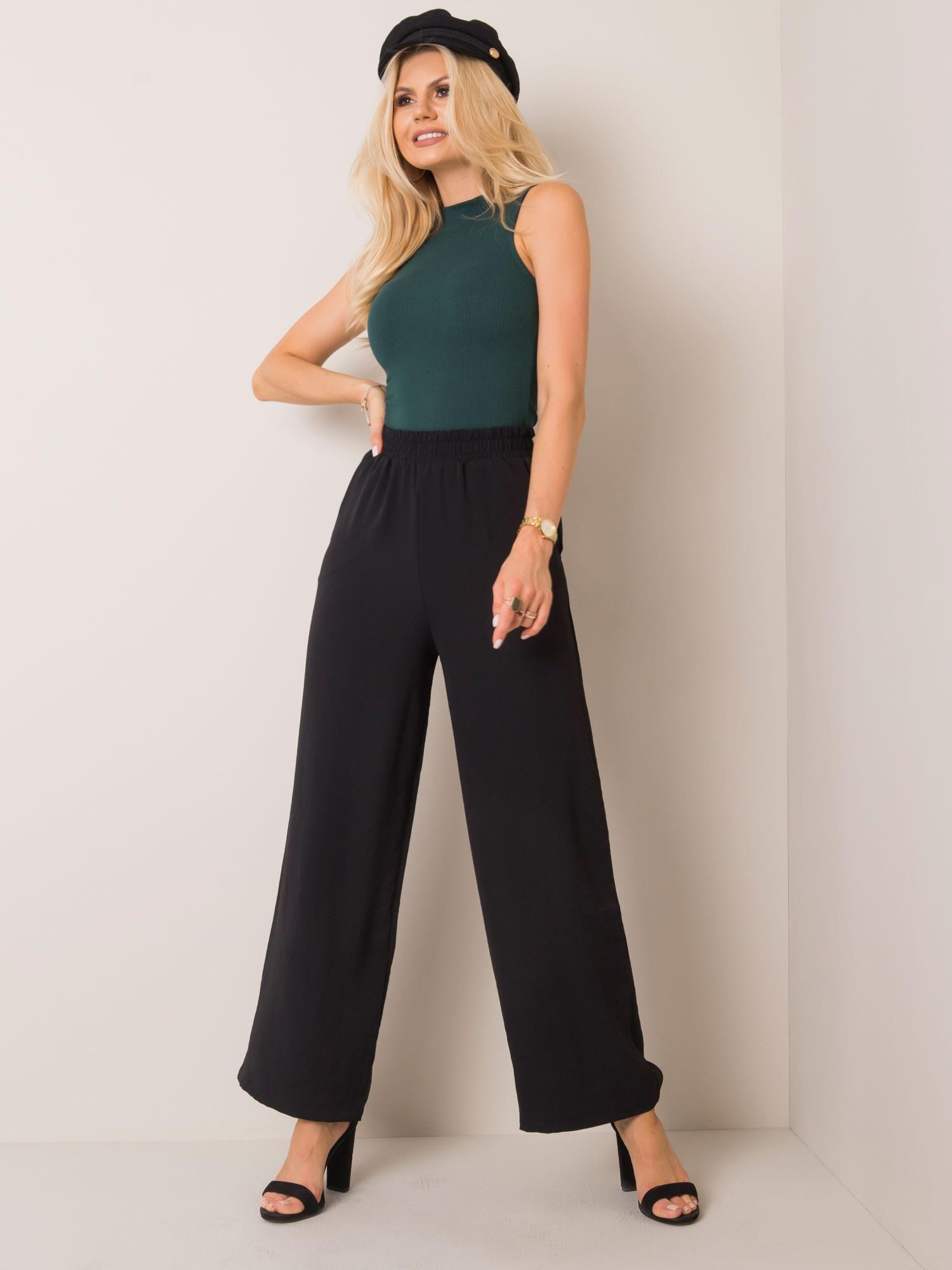 Hose in Schwarz mit weitem Bein  Vorderansicht
