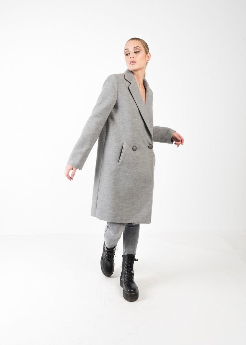 Hellgrauer zweireihiger Mantel