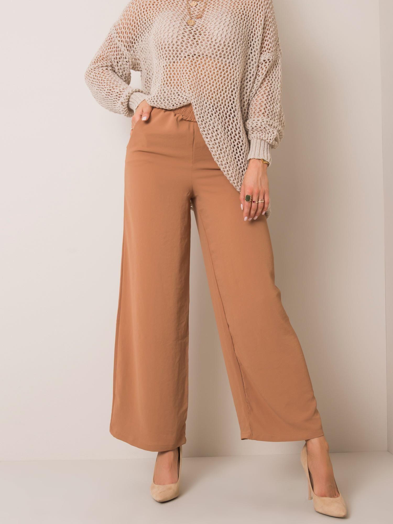 Hose in Camel mit weitem Bein Komplettansicht