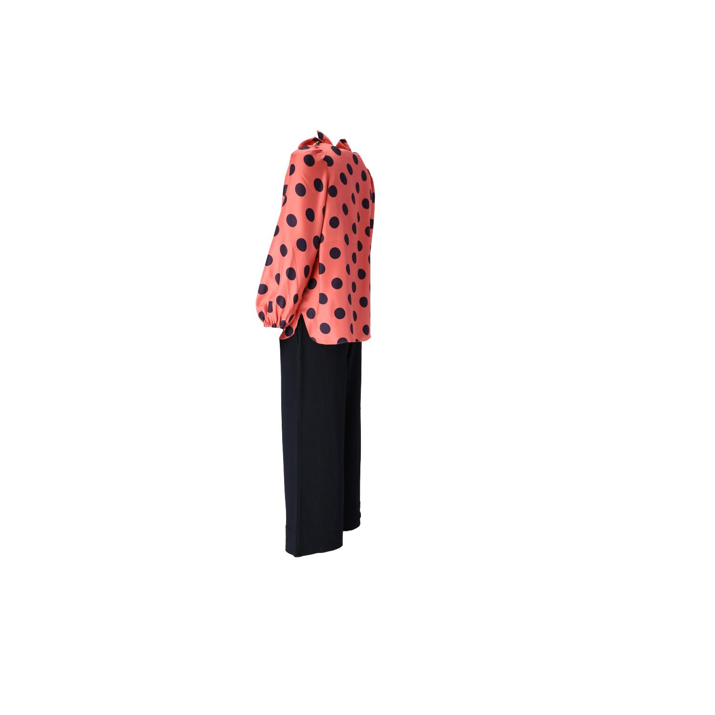 Outfit in Pink-Schwarz  Seitenansicht