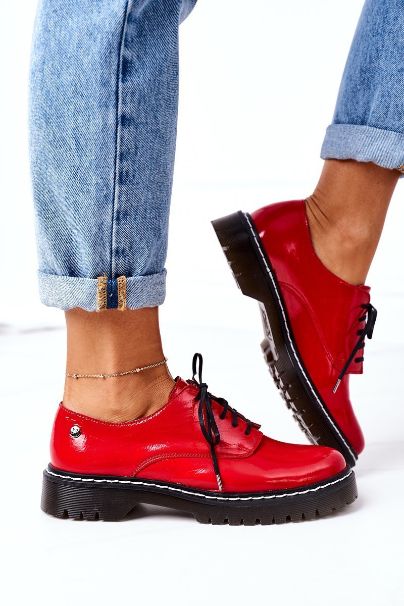 Oxford Schuhe in rotem Lackleder Seitenansicht