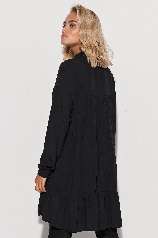 Schwarzes Viskosekleid mit Volant