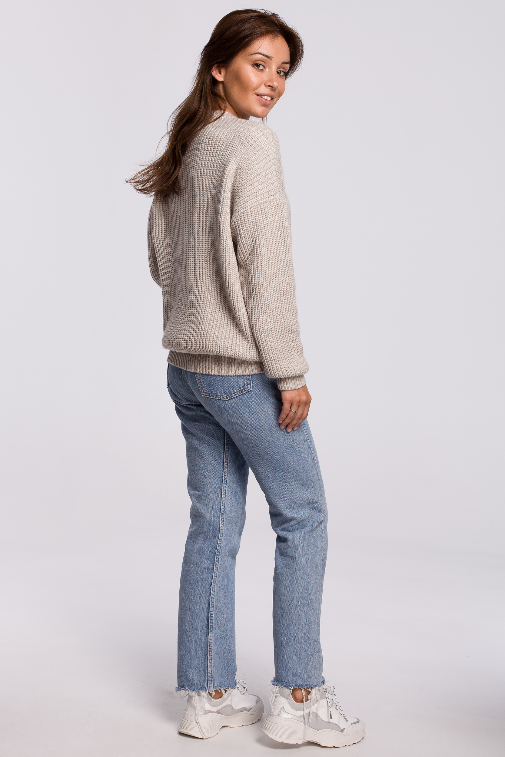 Sweater in Beige Rückansicht komplett