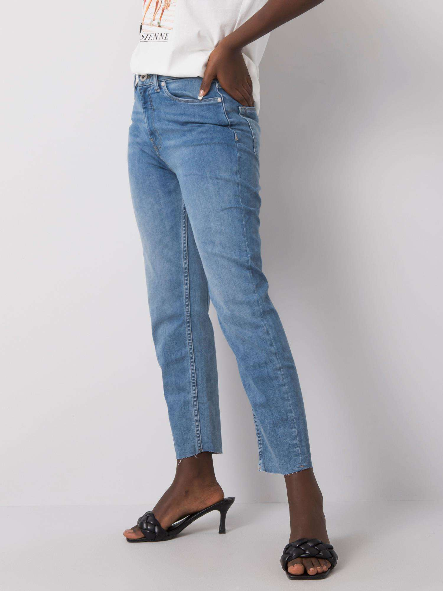 Jeans in Hellblau Seitenansicht