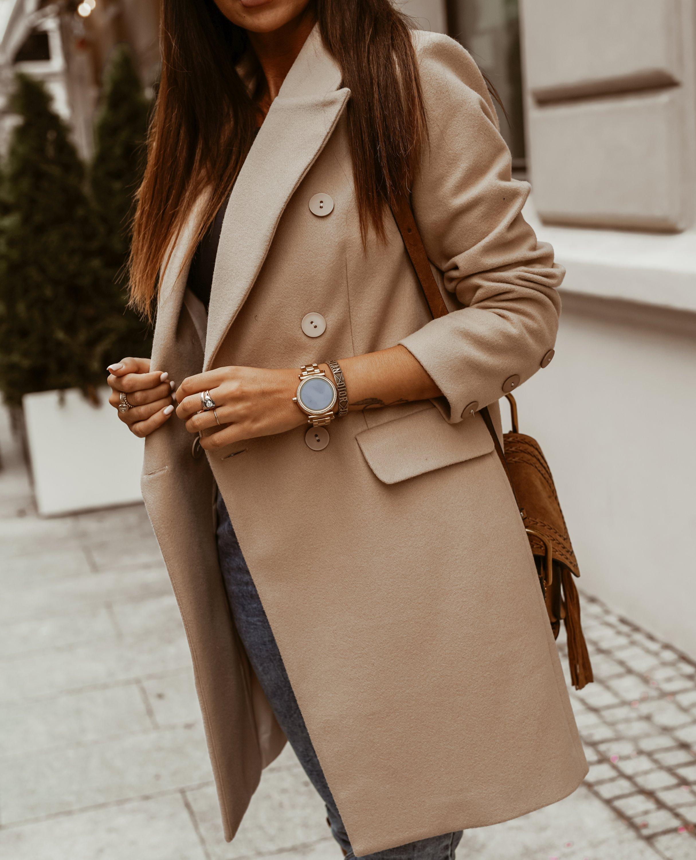 Doppelreihiger Mantel in Beige Detailansicht