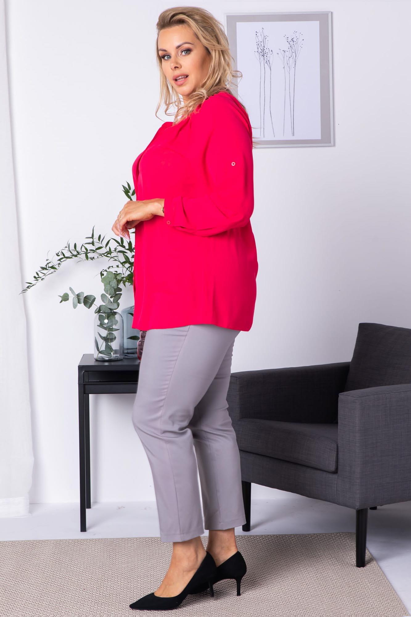Bluse in Himbeerrot mit Knopfleiste Seitenansicht